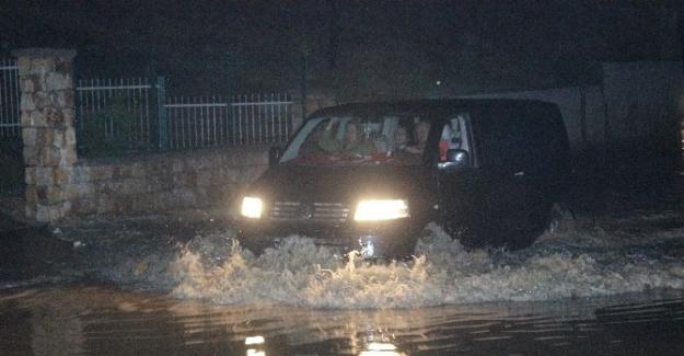 Denizli sağanak yağış çok sayıda evi su altında bıraktı
