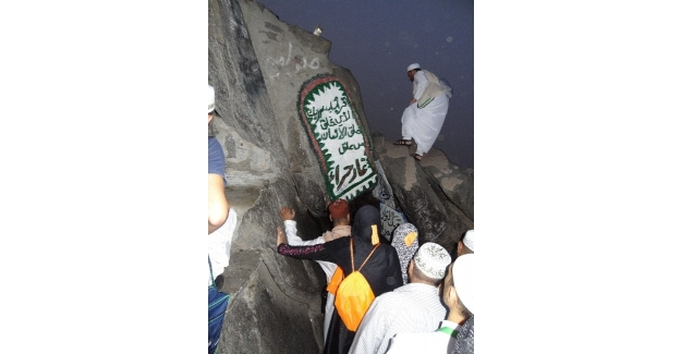 Hacı adayları, Kuran-ı Kerim'in indiği Hira Mağarası'nı ziyaret ediyor