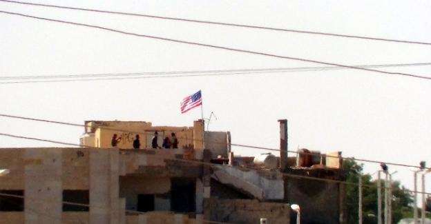 PYD'liler ABD bayrağı için nöbet tutuyor