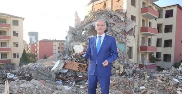 Bursa'da kentsel dönüşüm kapsamında 2100 bina yıkıldı