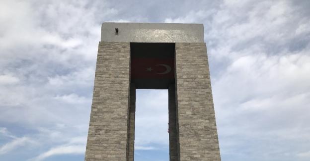 Üniversiteli Fenerbahçeliler Birliği'nden Çanakkale şehitliklerine ziyaret
