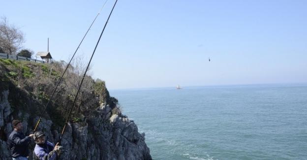 Amatör balıkçıların tehlikeli balık avı