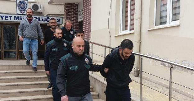 Bursa polisi içicilerden uyuşturucu satıcılarına ulaştı