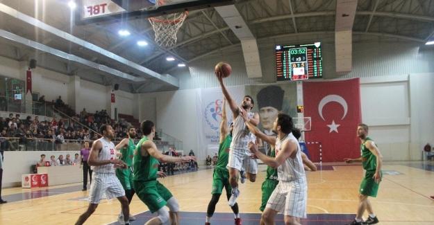 Türkiye Basketbol Ligi'nde Bursaspor Yalova Group Belediyespor'u 71-68 yendi.
