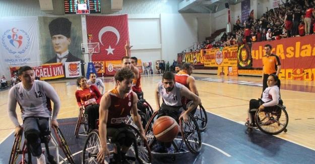 Galatasaray Tekerlekli Sandalye Basketbol Takımı Yalova'da güldü