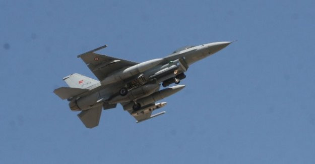 Hatay'ın Suriye sınırında savaş uçağı düştü 