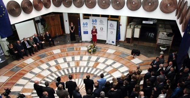 İzolasyondaki  Kosova'da Avrupa günü kutlaması