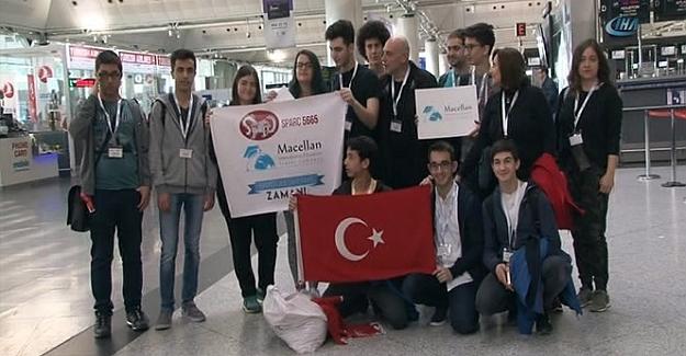Liseli öğrencilerimiz kendi yaptıkları robot ile ABD'de yarışacaklar