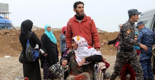 Musul'da yaklaşık 7 bin kişi bir gecede evini terk etti