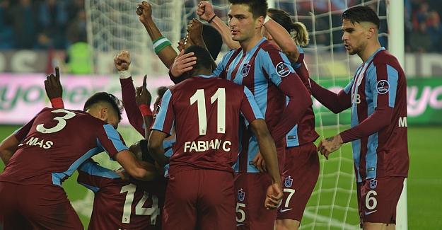 Spor Toto Süper Lig'inde Trabzonspor Galatasaray'ı 2 - 0 uğurladı