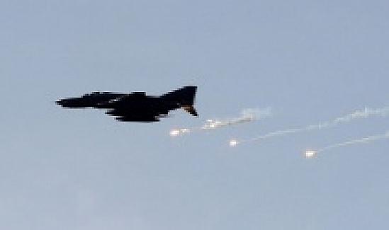 Suriye rejim uçakları Şam yakınlarını bombaladı: 4 ölü