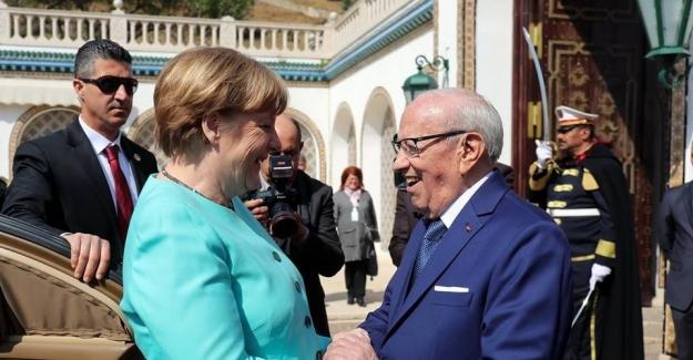 Tunus Cumhurbaşkanı Essebsi, Almanya Başbakanı Merkel'i kabul etti