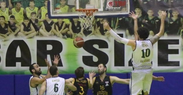 Basketbol'da Akhisar Belediyespor evinde konuk ettiği İzmir ekibi Gelişim Koleji'ne 72-73 mağlup oldu