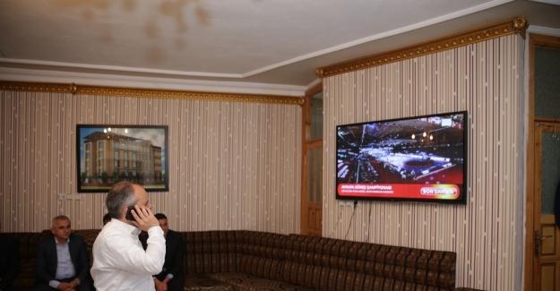 Bakan Çağatay Kılıç, Taha Akgül'ün şampiyonluk maçını izledi