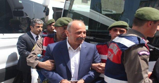 Bursa'daki eski bürokratların yargılandığı FETÖ davası ertelendi