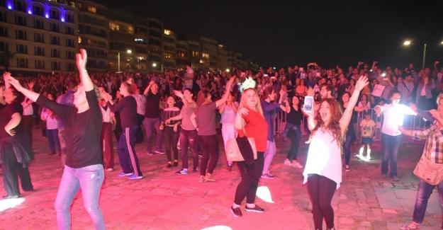 İzmir'de karnaval gibi Hıdırellez kutlaması