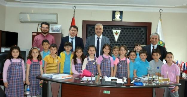 Öğrencilerden Başkan Tatlıoğlu'na ziyaret