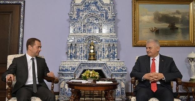 Rusya Başbakanı Medvedev, Başbakan Yıldırım ile bir araya gelecek