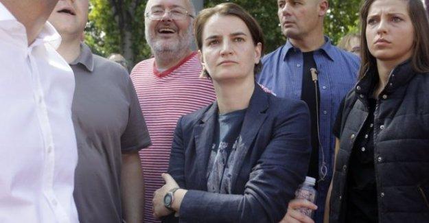 Sırbistan'ın eşcinsel başbakanı Brnabic, Balkanlar'da eşcinseller yürüyüşüne katılan ilk başbakan oldu