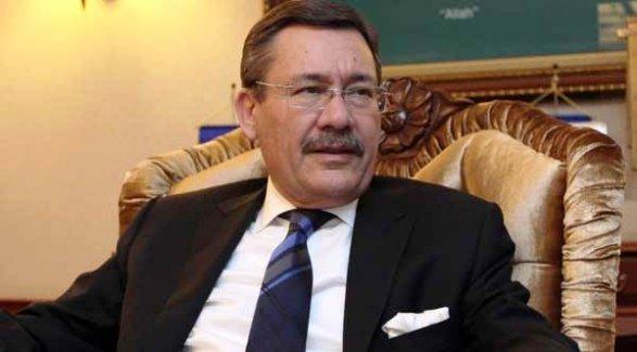 Melik Gökçek'in oğlu Osman Gökçek'in yönettiği Beyaz TV'den duyuruldu; 'Gökçek istifa edecek !..'