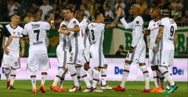 Beşiktaş, Akhisar deplasmanında rahat kazandı; 3 - 0