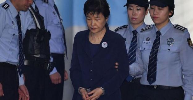 Eski Güney Kore Cumhurbaşkanı Park Geun-hye'ye rüşvet dahil 16 suçtan 24 yıl hapis
