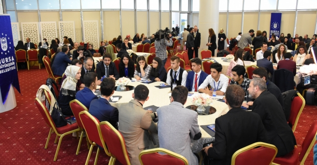 Bursa'da gençler geleceğini konuşuyor