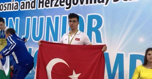 Şampiyon EFE Bursa'nın yüzünü yine güldürdü