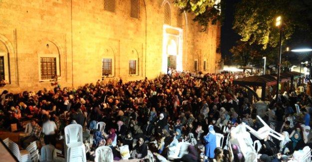 Kadir Gecesi'nde Bursalılar Yine Ulu Cami'yi Doldurdular