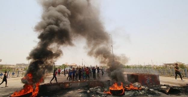 Irak'ta halk Başbakan İbadi'nin üyesi olduğu partinin binasını bastı