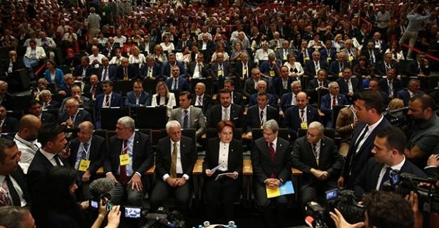 Meral Akşener, İYİ Parti 2. Olağanüstü Kurultayı'nda tekrar Genel Başkan seçildi.