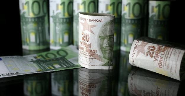 Türk Lirası'nda kayıp hız kesmiyor: Dolar 5.40 euro 6.20'yi gördü
