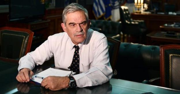 Yunanistan'da yangın istifa getirdi