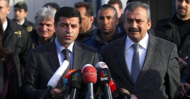 Selahattin Demirtaş'a 4 yıl 8 ay; Sırrı Süreyya Önder'e 3 yıl 6 ay hapis cezası