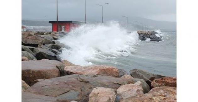Bandırma Körfezi'nde Fırtına Dev Dalgalar Oluşturdu
