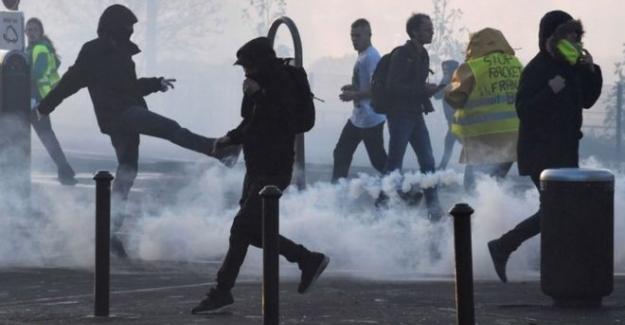 Fransa'daki akaryakıt zammı protestolarında 400'den fazla kişi yaralandı