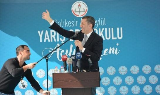 """Milli Eğitim Bakanı Balıkesir'de eğitimcilere seslendi: """"Sizin ödeviniz dünyadaki nitelikle yarışmak."""""""