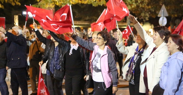 Nilüfer'de 300 bin kişi Cumhuriyet için yürüdü