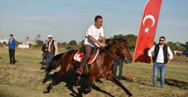 Rahvan atları, 'Cumhuriyet Kupası' için yarıştı