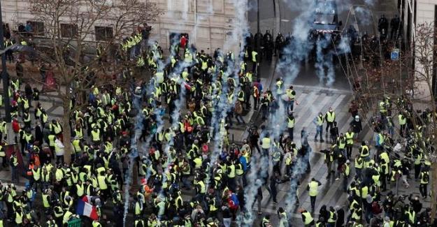 """Fransa'daki """"Sarı Yelekliler"""" protestolarında yüzlerce gözaltı"""