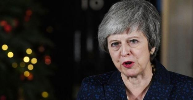 İngiltere Başbakanı May partisinden güvenoyu aldı