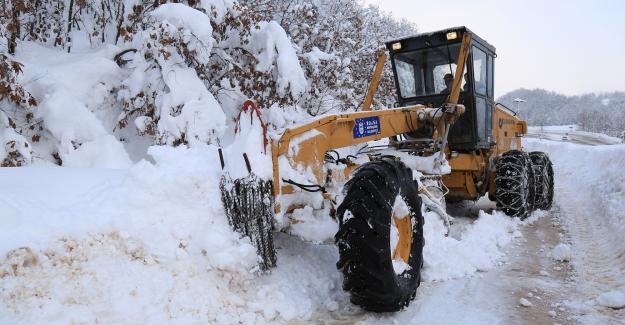 Uludağ Bölgesinde kardan kapanan 75 mahalle yolu açıldı