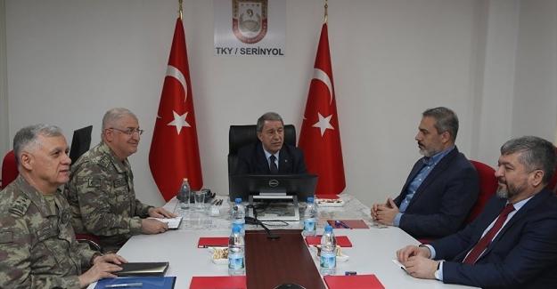 Hulusi Akar, MİT Başkanı Fidan ve komutanlar sınır hattında bir araya geldi