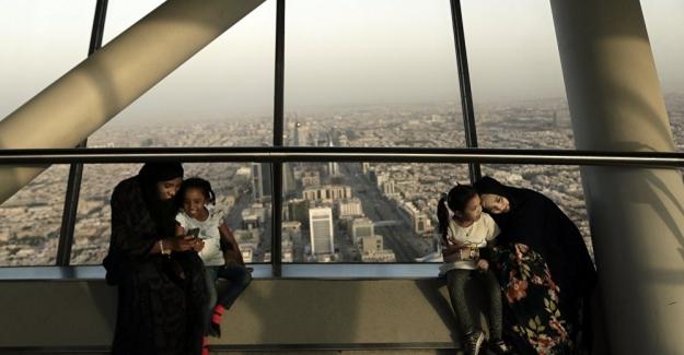 Suudi Arabistan'da kadınlar boşandıklarını mesajla öğrenecek