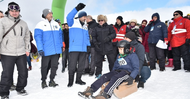 Uludağ Kış Şenliği, 20 binin üzerinde vatandaşı zirvede buluşturdu
