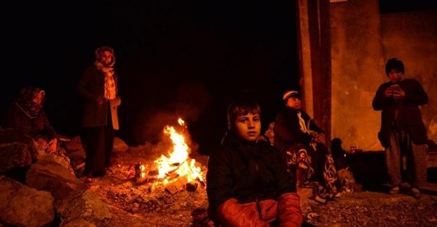 Ayvacık'ta depremin yoğun hissedildiği köylerde halk, geceyi sokakta geçirdi