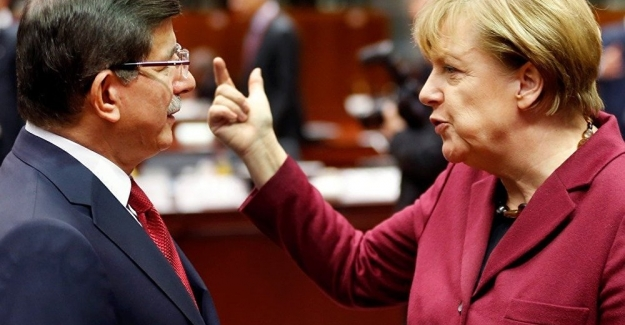"""BBC belgeselinde ortaya çıktı:  Merkel - Davutoğlu gizli görüşmesi ve """"Göçmen Anlaşması"""""""