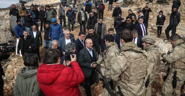 """Dışişleri Bakanı Çavuşoğlu """"Nöbet"""" isimli dizi setini ziyaret etti"""