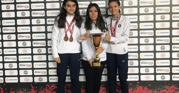 Eslem Tüm, Bursa'ya Türkiye Şampiyonluk Kupası kazandırdı
