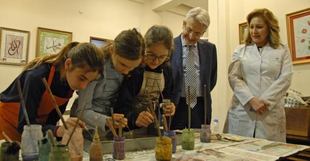 Turgay Erdem, minik sanatçıları ziyaret etti